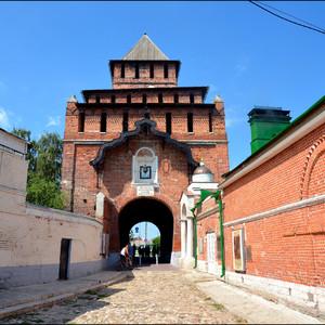Вход в Кремль через Пятницкие ворота.