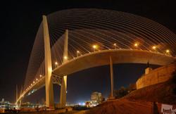 Золотой мост во Владивостоке закрыли для пешеходов