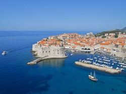 В Дубровнике вводят штрафы для раздетых туристов