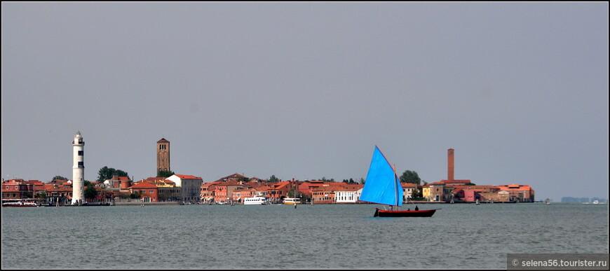 Мне кажется,  такой  парусник  прекрасно  гармонирует с обликом Венеции.