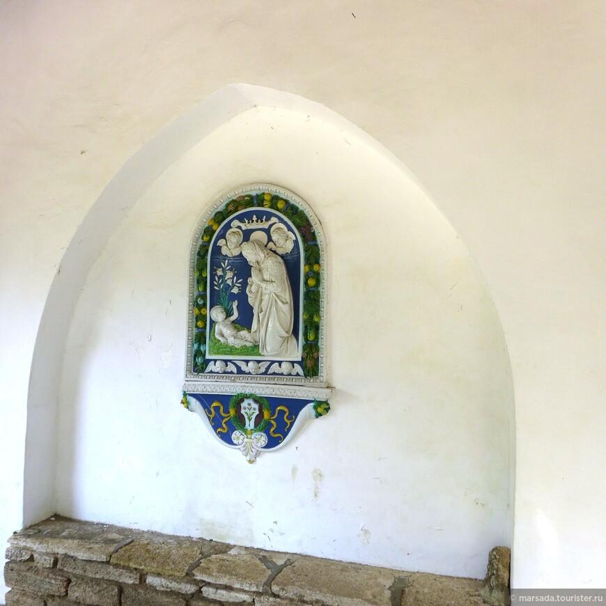 Часовня Успения Богородицы была построена в 1932 г. и находится красивом белоцветном саду. Резной трон и иконостас были сделаны еще в 1721 г. и были куплены специально для часовни на острове Кипр.