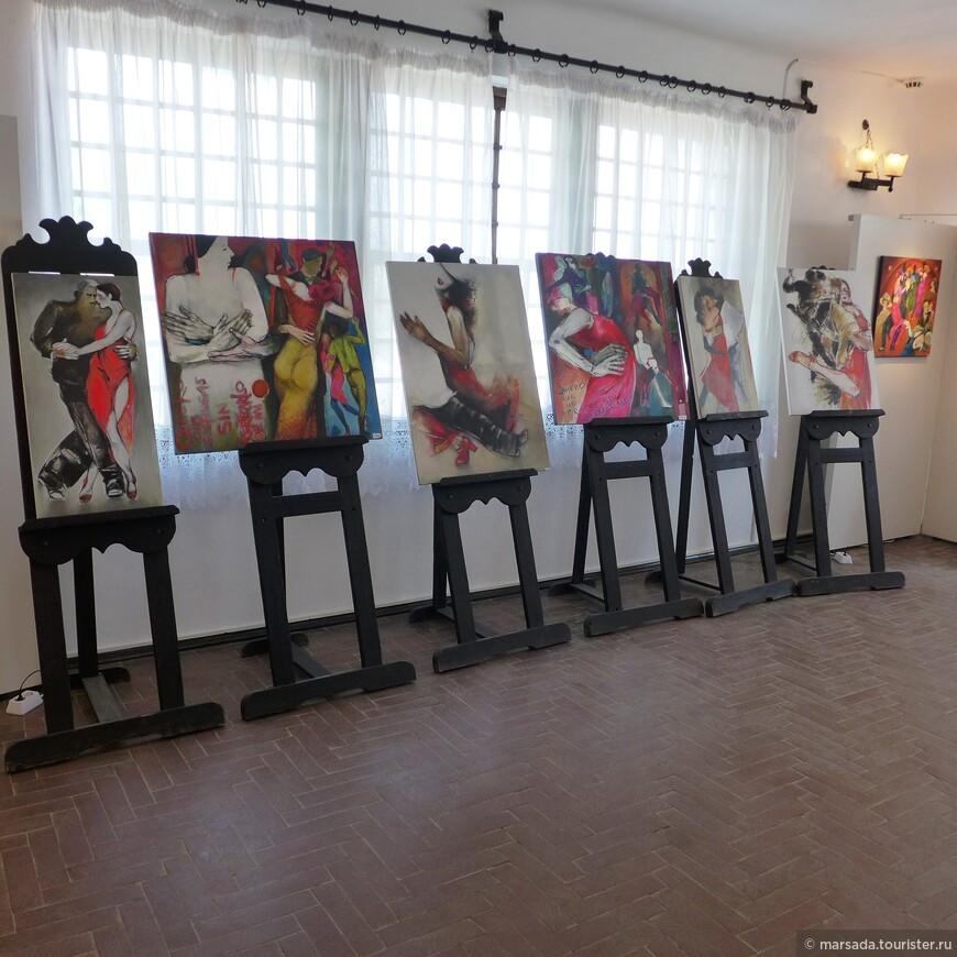 """Например в наше посещение там проходила выставка """"Танго в живописи"""""""