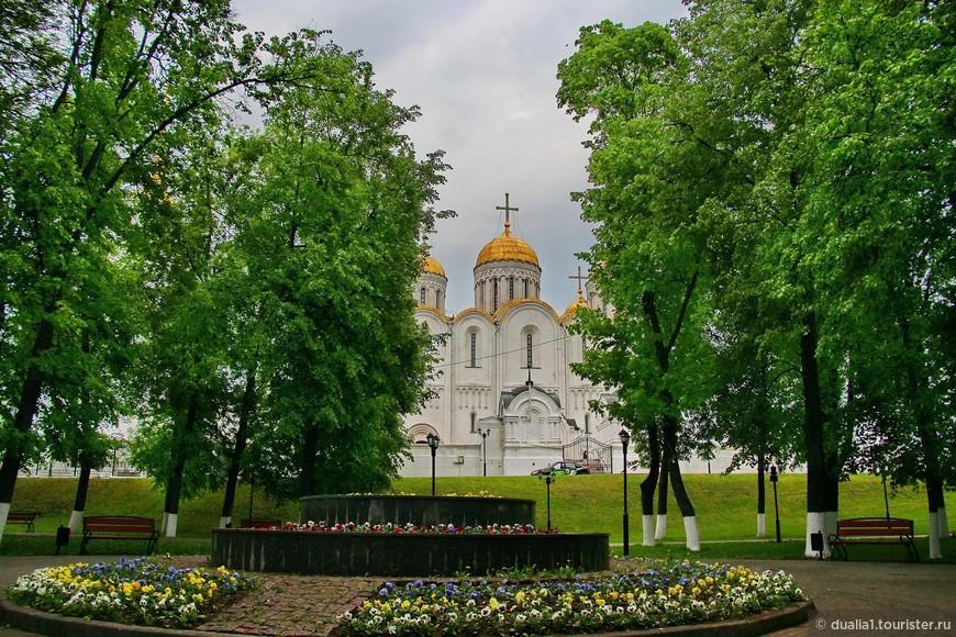 С 1925 года вся парковая зона в центре города носит название Парк А.С. Пушкина