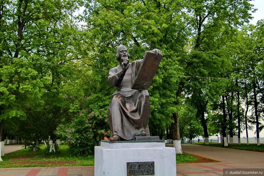 Памятник величайшему иконописцу был установлен в августе 1995 года, что совпало с праздником 1000-летия со дня основания города Владимира