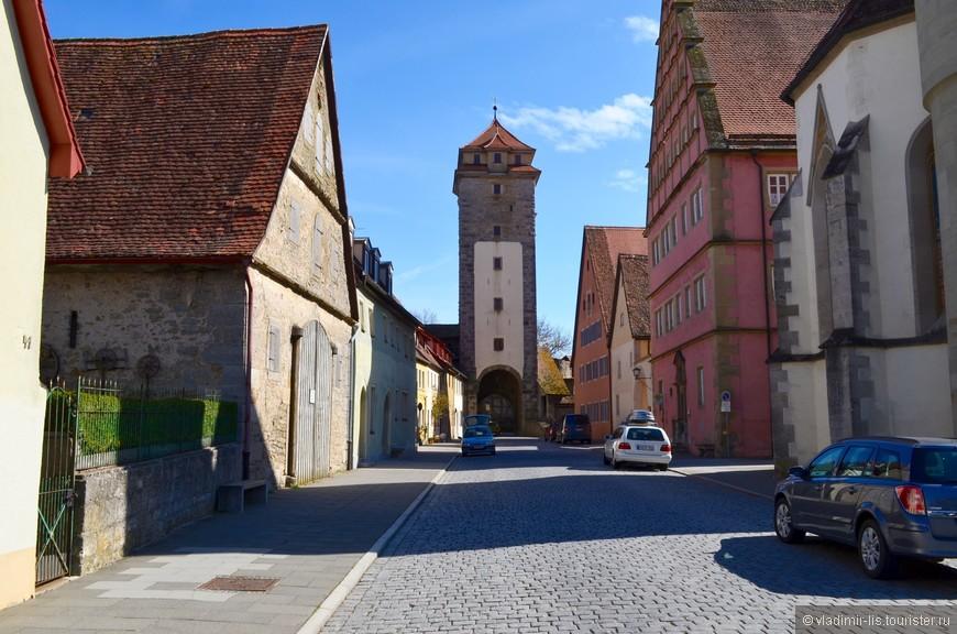 В городе много башен-ворот