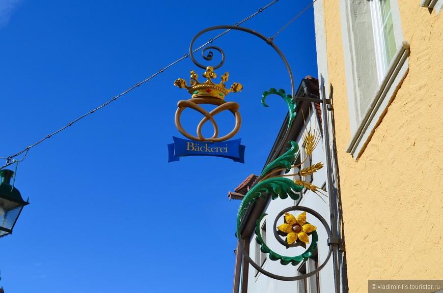 На улицах Ротенбурга безграничное множество таких оригинальных кованых мини-шедевров