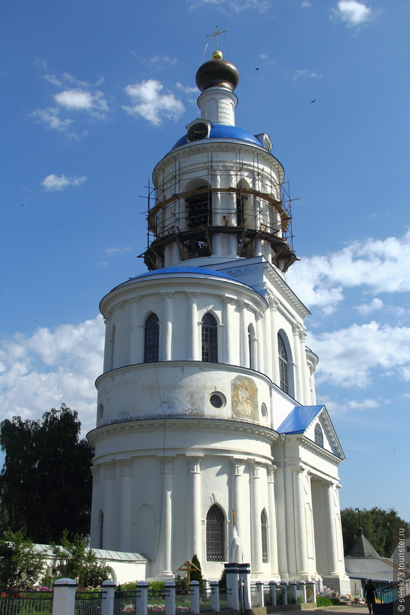 Монастырская колокольня. Реставрация идёт полным ходом
