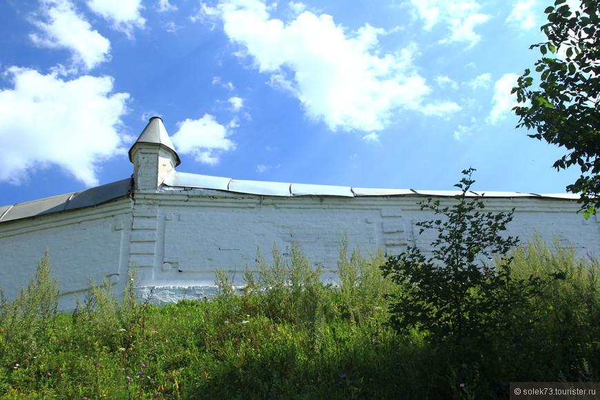 Стены монастыря