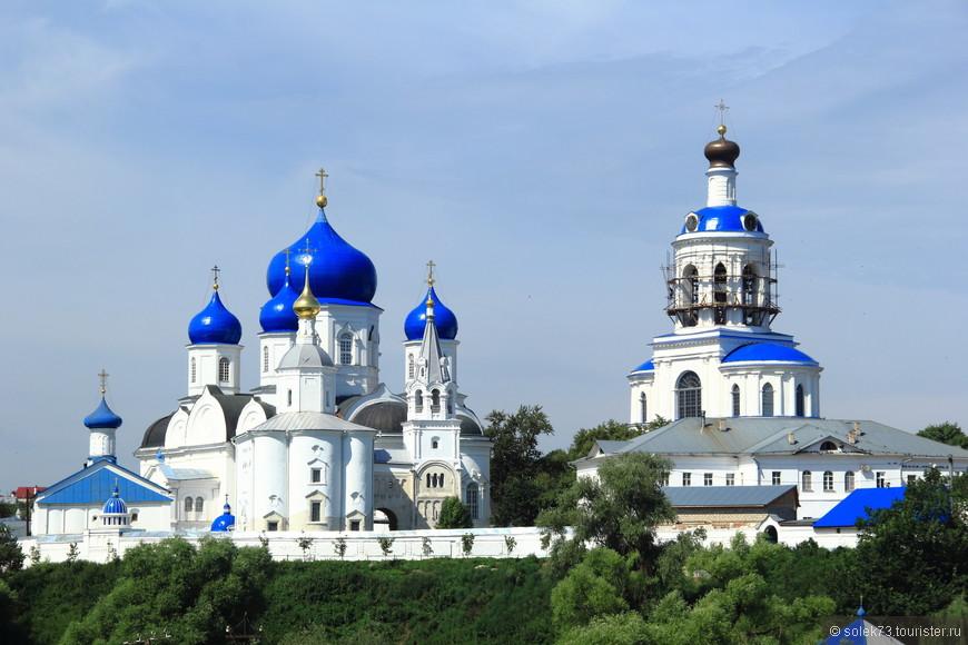 Виды на Свято-Боголюбский женский монастырь