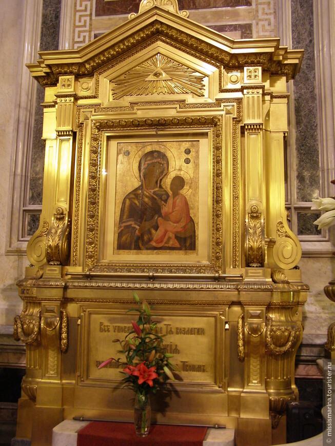 Тихвинская икона Божьей Матери  известна многими чудотворениями и украшала собор с марта 1859 года. Однако в первые годы советской власти чудотворный образ был изъят и стал экспонатом музея, вернувшись в храм лишь в мае 2002 года.