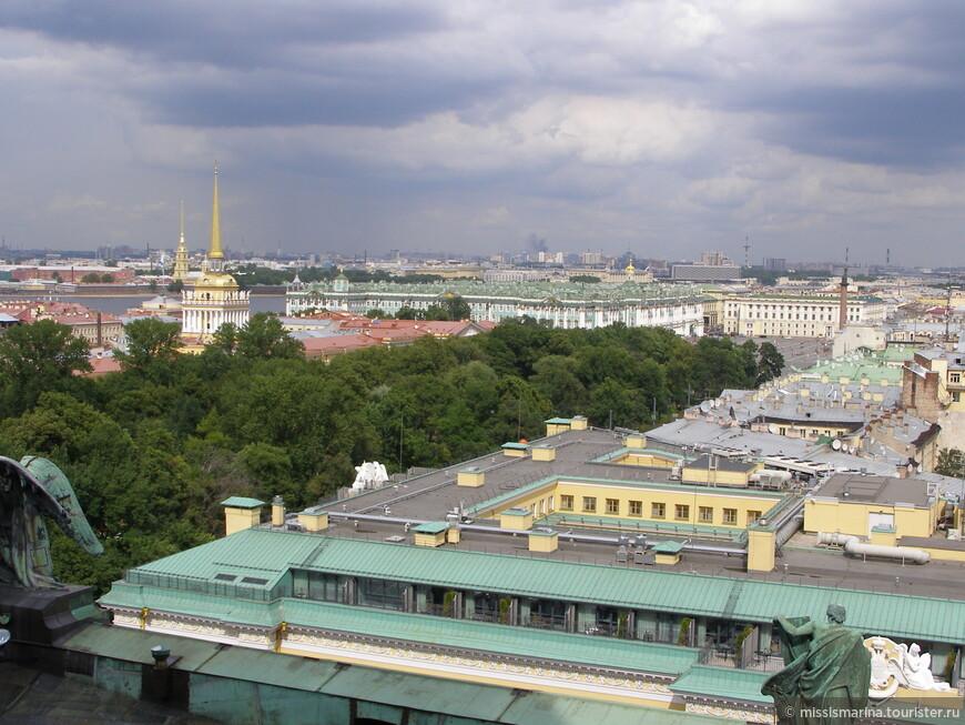 Колоннада собора - известная смотровая площадка. С высоты 43 метра мы любовались видами города.