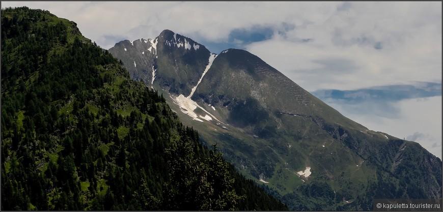 """Все горные гряды имеют свое """"лицо"""", здесь  гигантское  лико сурово смотрит в небо...."""