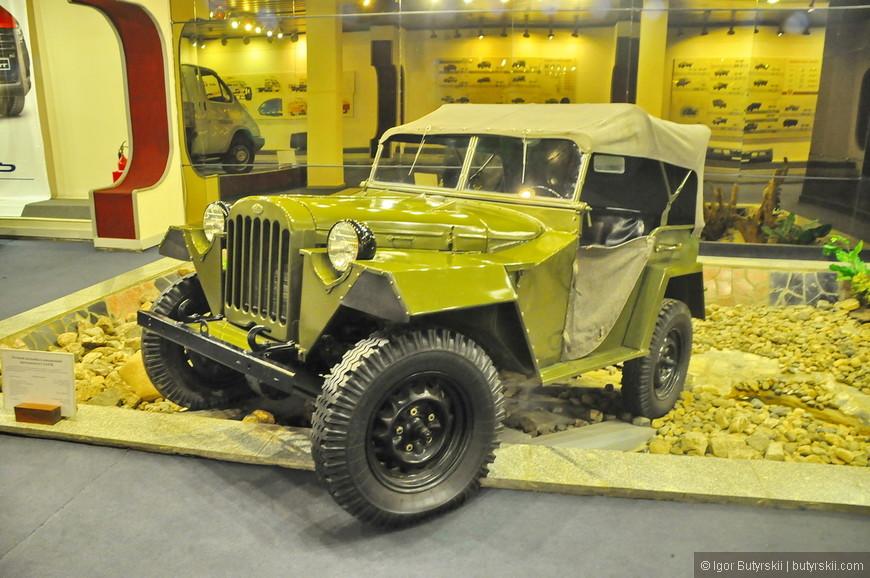 05. Экспонатами являются не только легковые автомобили, но и грузовые, военные и иногда даже не автомобили в принципе.