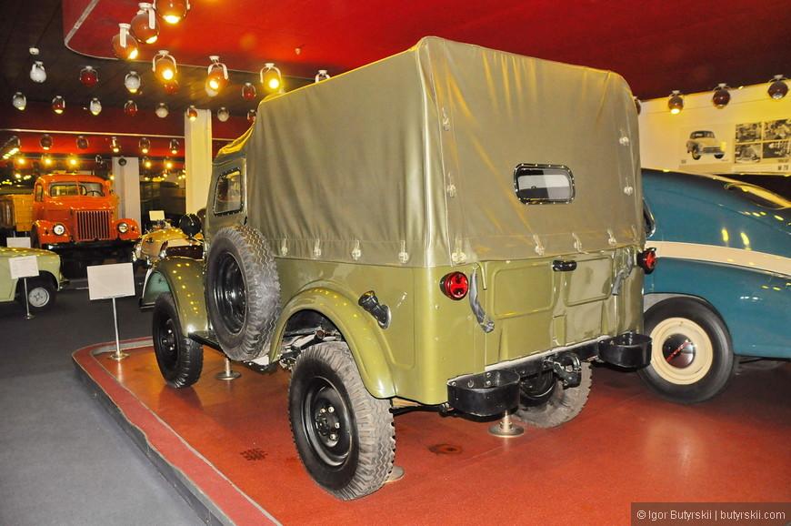 38. Военный внедорожник ГАЗ-69.