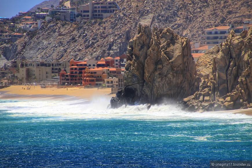 Сколько оттенков у этой воды... Какой высоты эти волны... И как, наверное, хорошо побывать здесь, никуда не торопясь и наслаждаясь красотой этих мест!