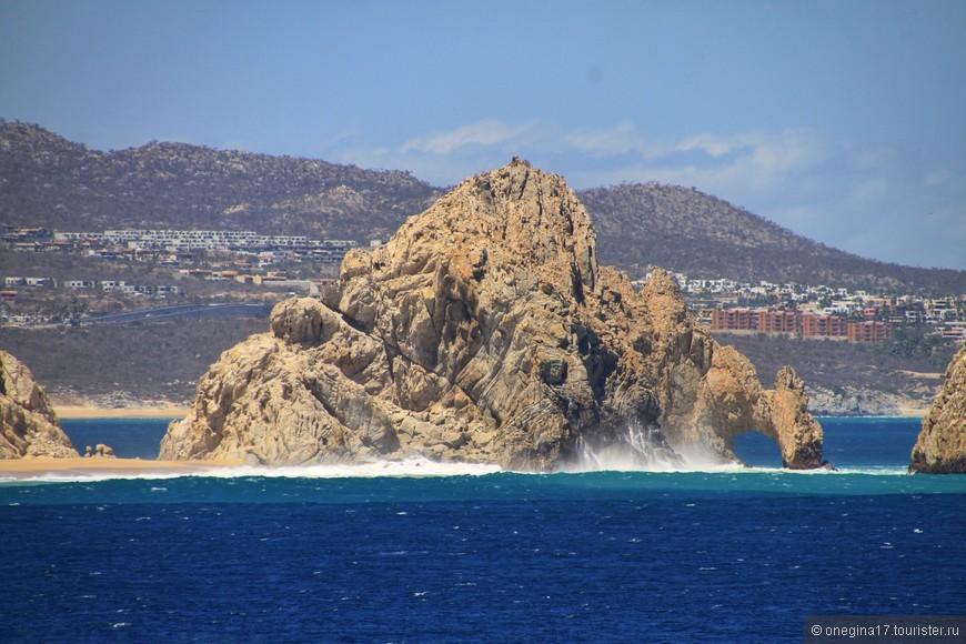 И куда бы вы не отправились по морю ли, по океану ли - скалы будут манить к себе, своими тайнами...