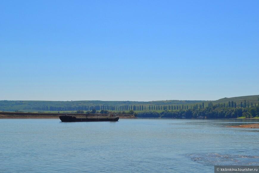 В Румынию мы плыли на пароме через Дунай.