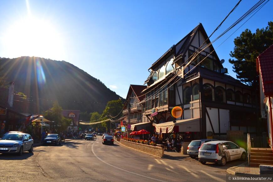 Улочки милые и уютные, по всюду кафе, рестораны и небольшие отели.
