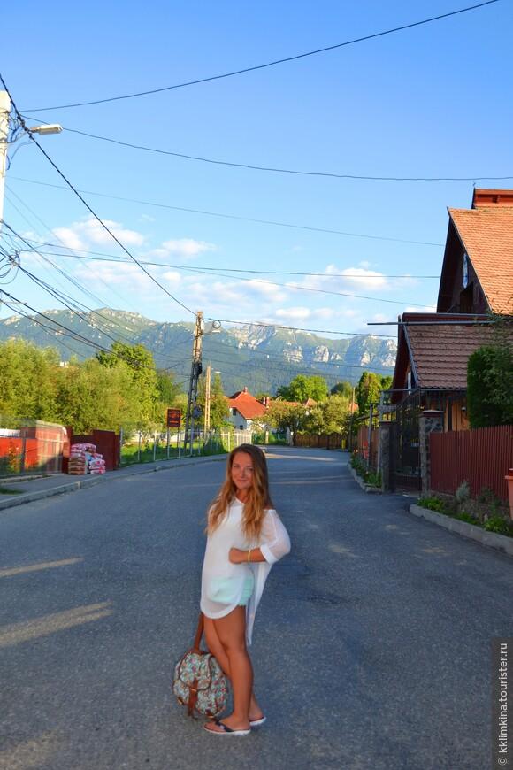 Город Бран, тот самый где находится замок Дракулы, очень мне полюбился. Вроде небольшая деревенька. Но так все чисто. Такой воздух....А Какие горы. Мое сердце осталось там, где-то между карпатских гор.