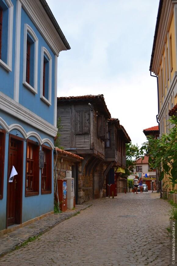 Почти во всех старинных домах сейчас расположены отели и рестораны.