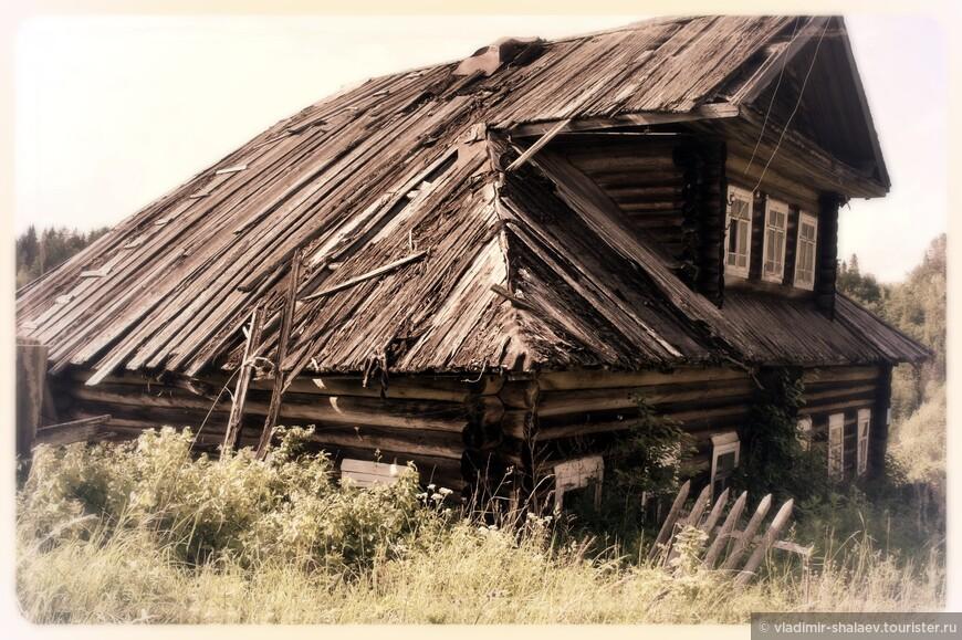 Брошенный дом в селе Анохинское.