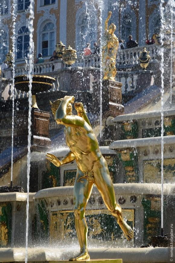 Не смотря на это, фонтаны были восстановлены и открыты уже 25 августа 1946 года, в следующем году на своем месте появился Самсон, а в 1950 году были закончены все реставрационные и восстановительные работы...