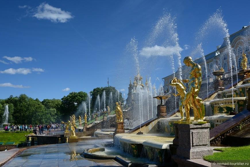 4 июня 1995 года был торжественный пуск отреставрированных фонтанов.