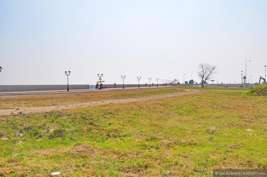 01. Вход со стороны Олимпийского пара и паркинга на территорию набережной – степь.