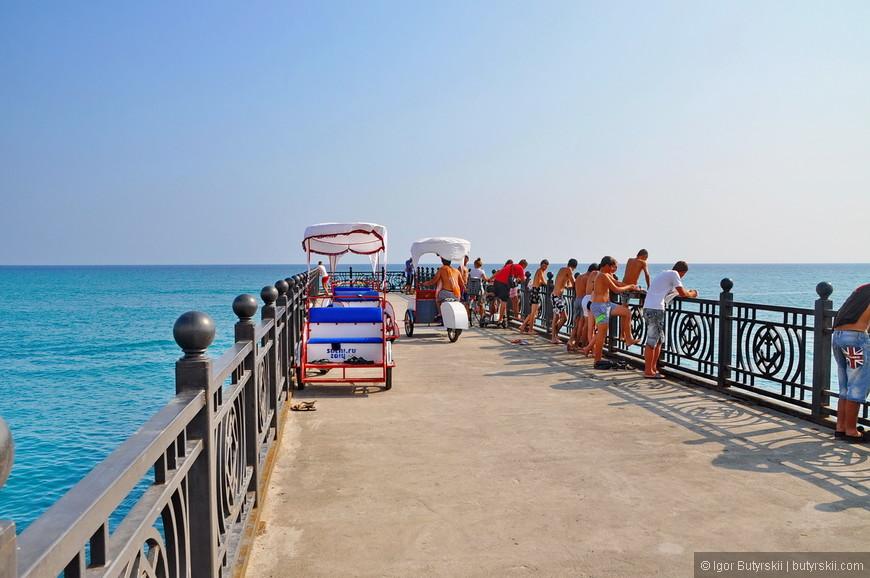 08. Велорикши. Их довольно много на фирменных пляжах – возят туристов из апарт-отелей.