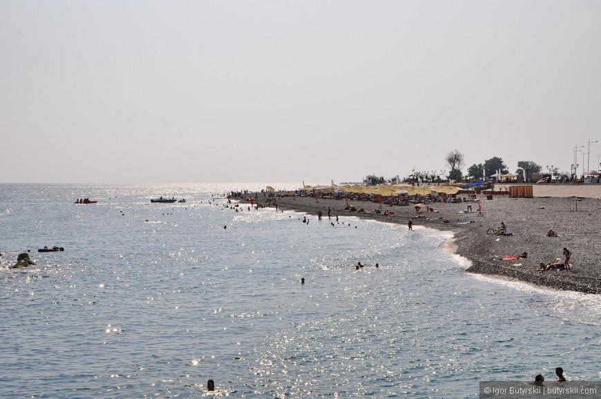 13. К вечеру на пляжах осталось не очень много людей, особенно учитывая температуру сильно за 30.