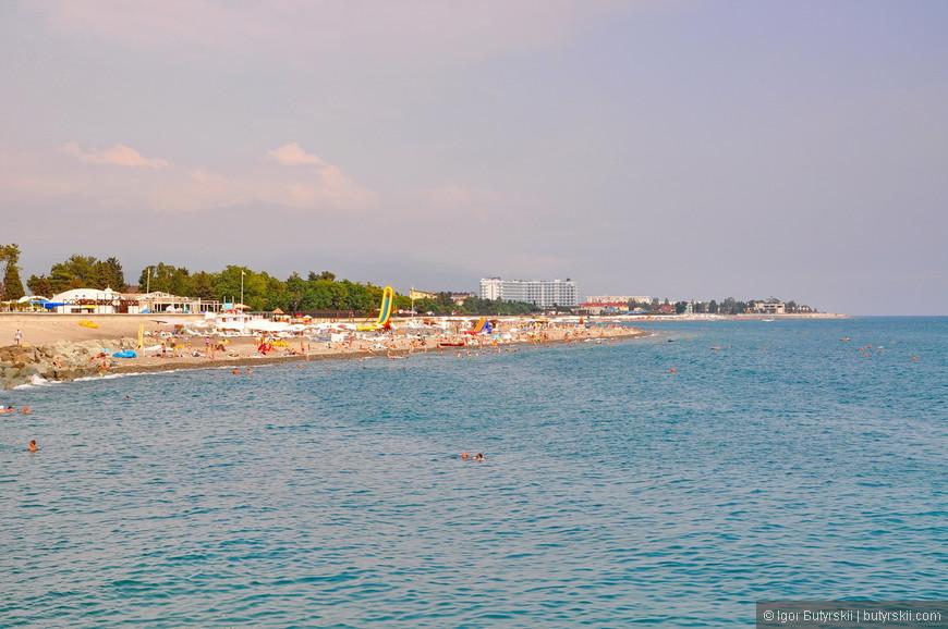 20. В районе этой набережной больше всего туристов. Тут и Олимпийский парк, и Сочи Парк, и все апарт-отели.