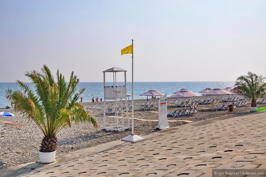 29. Фирменный пляж отеля Рэдиссон. Судя по наполненности – не самый популярный отель в этом году.