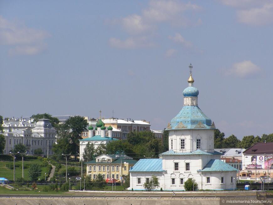 Вид с Речного вокзала на противоположную сторону Чебоксарского залива