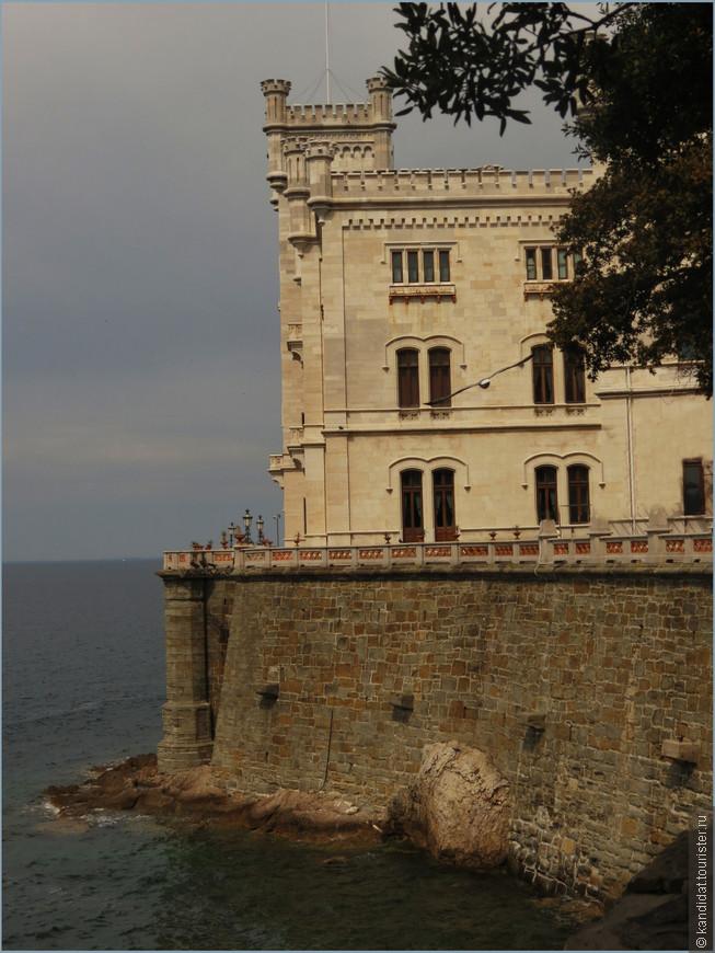Мирамаре - смотрящий в море. Таким, смотрящим в море, замок задуман. Таким, смотрящим в море, полтора века назад он построен. Таким, смотрящим в море, и видят его сегодня туристы...