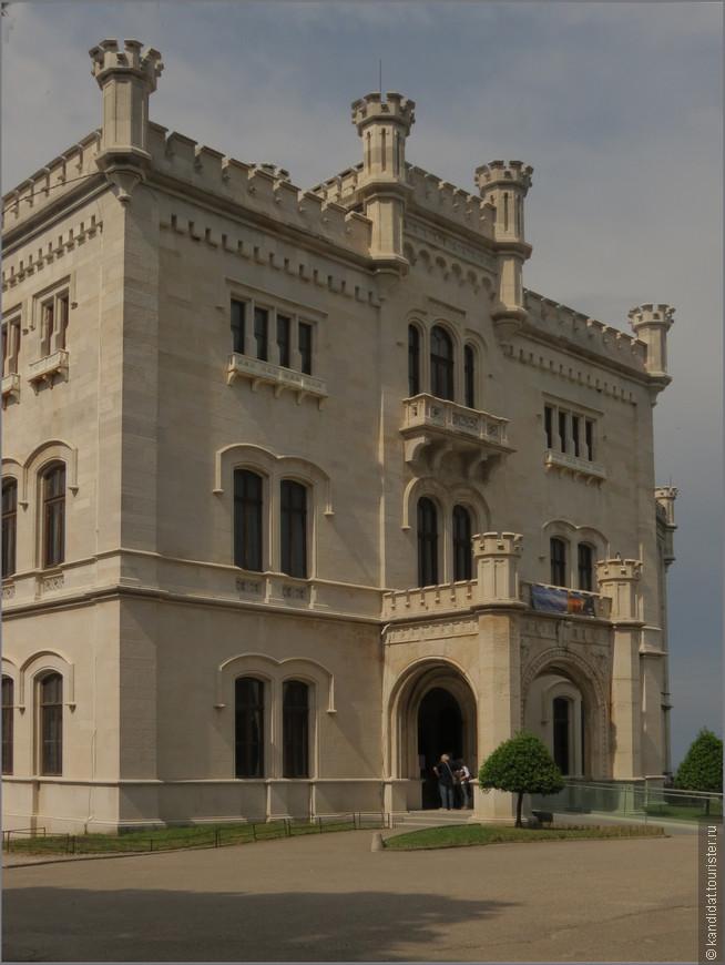 Ну а в целом - это замок Мирамаре и окружающий его парк...