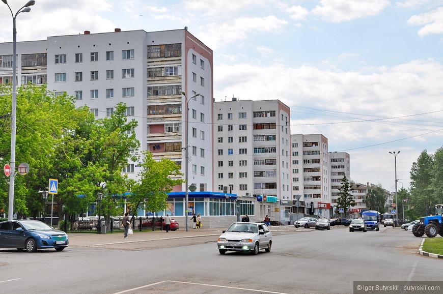 02. Город очень молодой, ему всего 60 лет. Строился он уже после сталинской эпохи, поэтому искать красивые советские здания нет смысла.