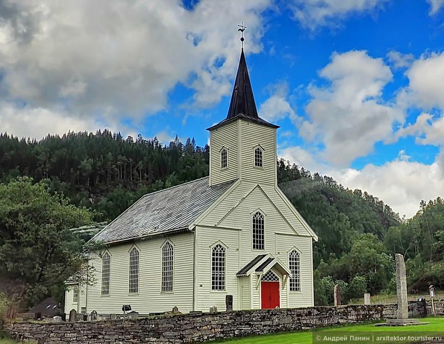 Это просто церковь. Таких много в поселках Норвегии.