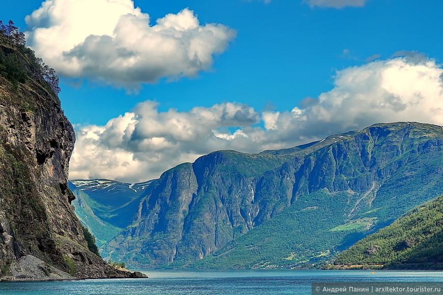В хорошую погоду от фьорда не оторвать глаз. Вот откуда: характер нордический. спокойный.