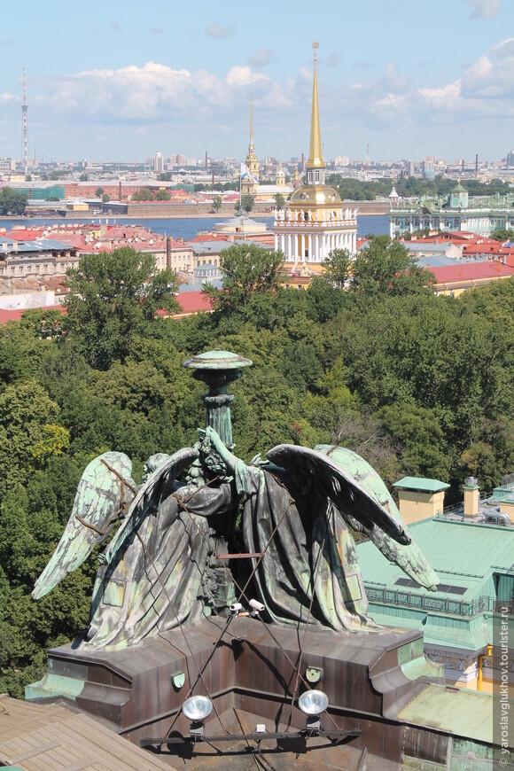 Шпили Санкт-Петербурга: Телебашня, Петропавловский собор и Адмиралтейство.