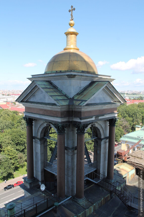 Одна из 4-х звонниц Исаакиевского собора.