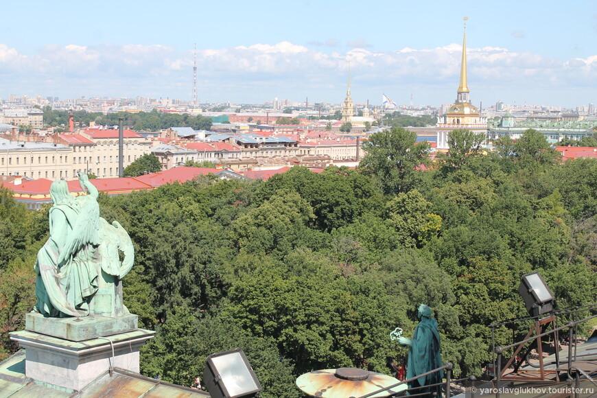 Самый центр Санкт-Петербурга: золотые шпили и Телебашня. Здесь я закончу наше знакомство с колоннадой Исаакиевского собора, но мы во время нашей поездки в Петербург посетили ещё несколько смотровых площадок, но об этом в следующий раз.