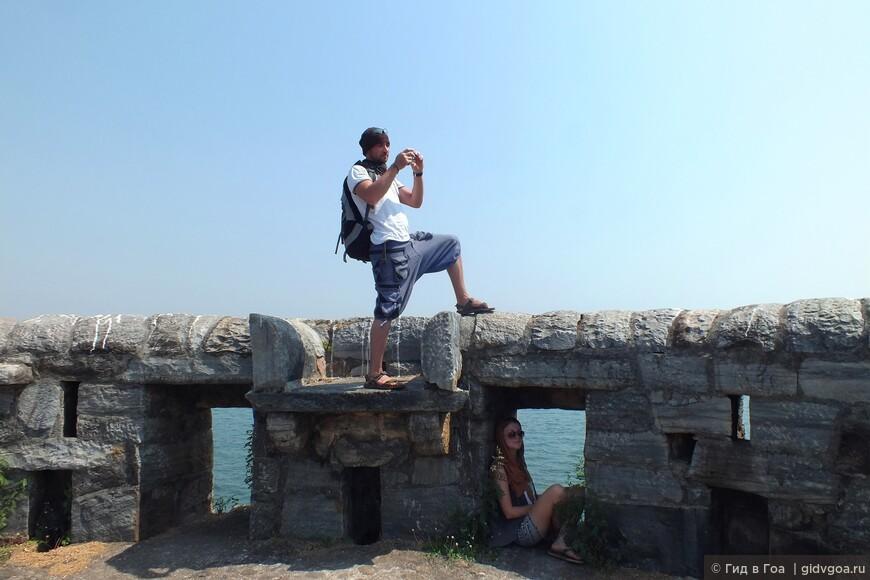 Туристы Марина и Эрик во время экскурсии в Синдхудург форт