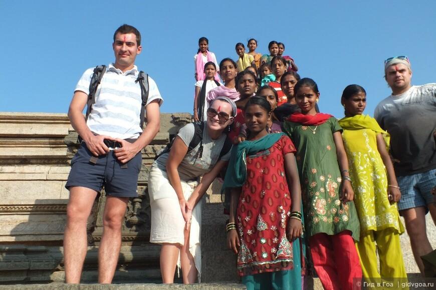 Дружба народов во время экскурсии в Хампи