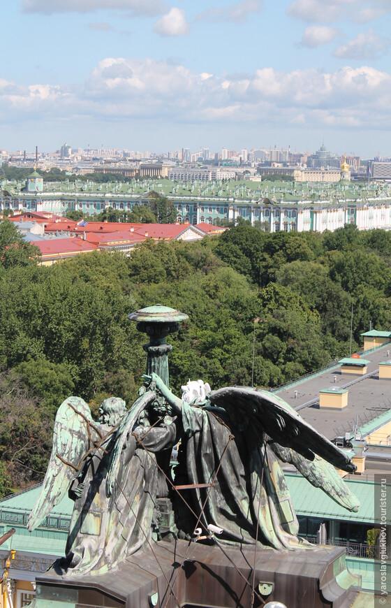 Вид на Зимний дворец — Эрмитаж.