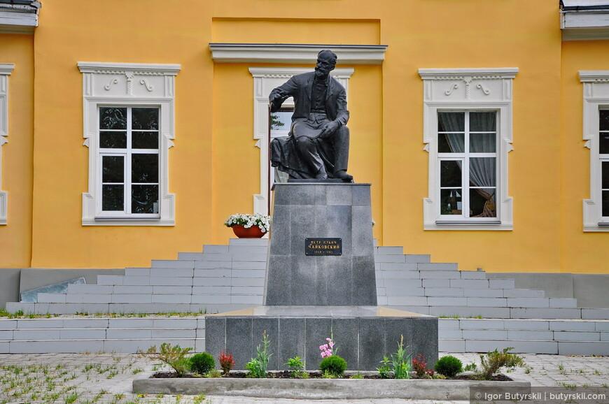 11. Путешествуя по Уралу мне иногда кажется, что Чайковский жил по полгода во всех городах. Во многих есть его музеи, дома, памятники.