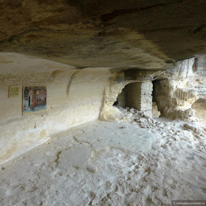 Вообще, там можно провести много времени - угадывая что где было, как жили монахи, их быт.