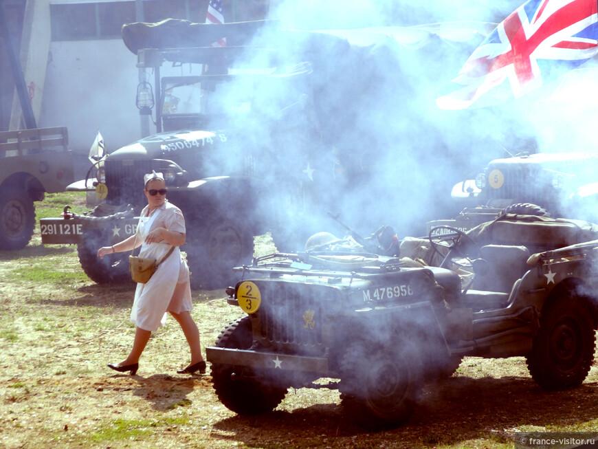 """Праздник в честь освобождения Нормандии от фашистов. """"Медсестра"""" войск коалиции."""