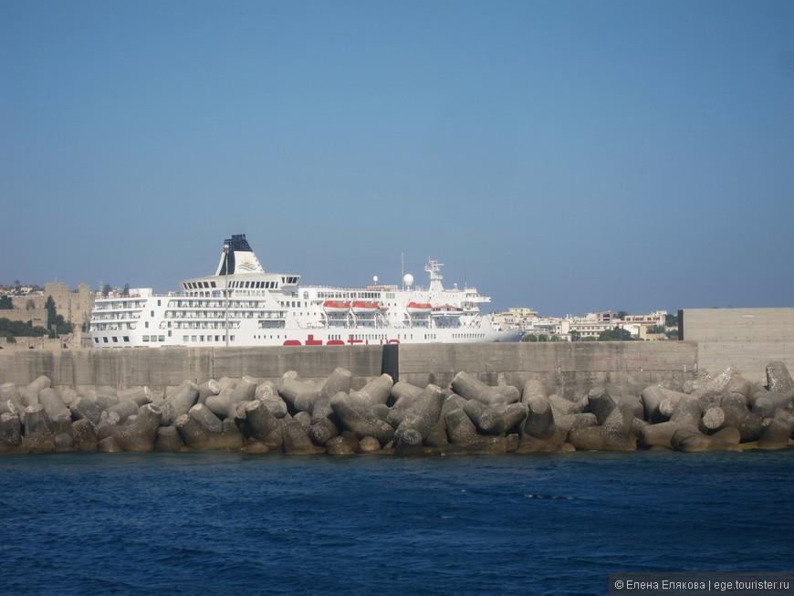 Порт Мандраки