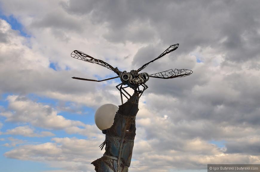 23. В городе очень много разных арт-объектов, скульптур, памятников и тому подобных инсталляций.