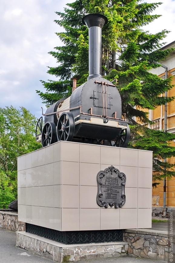 34. Памятник паровозу. Очень маленькому паровозу.